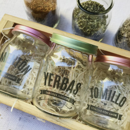 frascos reciclados condimentos
